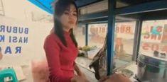 Berparas Anggun, Tukang Bubur Bandung Mengguncang Iman Pembeli