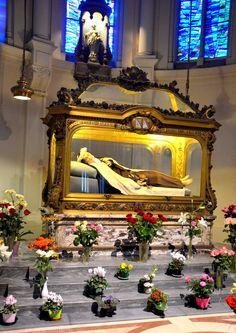 Le chasse de Sainte Thérèse de Lisieux, au Carmel