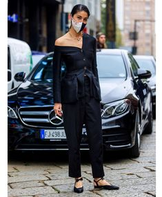 "2,217 curtidas, 90 comentários - Caroline Issa (@carolineissa) no Instagram: ""The same but different - #mfw streetstyle 📸 @lefrenchystyle #maskwardrobing"" Fashion Week, Fashion Models, Milan, Caroline Issa, Glamour, Street Style, Fashion Stylist, Look, Stylists"