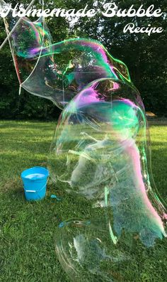 Don't waste your money on bubble solution that won't blow bubbles! Make the biggest bubbles with this homemade bubble recipe. Simple and easy to make, enjoy giant bubbles all year long! Giant Bubble Recipe, Homemade Bubble Recipe, Bubble Diy, Homemade Bubbles, Pop Bubble, How To Make Homemade, Bubble Wands, Super Bubbles, Kids Bubbles