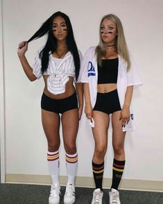 Simple Halloween costume ideas for students - girls - # for . - Simple Halloween costume ideas for students – Girl& – cost - Halloween Diy Kostüm, Halloween Mignon, Costumes Sexy Halloween, Girl Halloween Costumes College, Couple Halloween, Women Halloween, Cool Girl Costumes, Baseball Halloween Costume, Sexy Diy Costumes