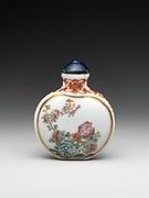 Snuff Bottle with Dragon Chasing a Flaming Pearl | China | Qing dynasty (1644–1911) | The Met