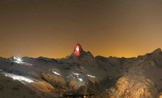 Messages of Hope on the Matterhorn Mountain. The Matterhorn Zermatt illuminated by projections by Gerry Hofstetter during the Corona crisis Zermatt, Ski, Message Of Hope, Messages, Switzerland, Mount Everest, Travel Inspiration, Tourism, Mountains