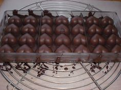 Villa Perlesukker | Konfekt Villa, Sweets, Sweet Pastries, Gummi Candy, Candy Notes, Candy, Fork, Treats, Villas