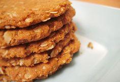 """Március 18-a a """"Nemzetközi Zabpelyhes Keksz Világnapja"""", ami az USA-ban már olyan nemzeti eleség, mint otthon a csirkepaprikás. Mi is rákaptunk az érzésre! Diabetic Recipes, Diet Recipes, Cooking Recipes, Healthy Recipes, Gm Diet Soup, Breakfast Recipes, Dessert Recipes, Desserts, Czech Recipes"""