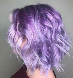 Lila Haare: Wie man Haare in Lila färbt - Hair - Hair Bright Hair Colors, Hair Color Purple, Hair Dye Colors, Short Purple Hair, Long Hair, Short Lavender Hair, Thin Hair, Light Purple Hair Dye, Bright Coloured Hair