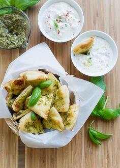 Got the crunchy craving? Make a batch of Pesto Baked Naan Chips! They crisp up in just a few minutes, perfect for snack time and entertaining and pair perfectly with Alouette's new Le Bon Dip #spon