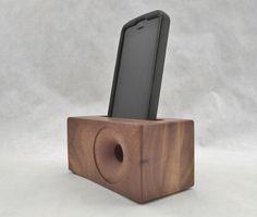 Il sagit dune acoustique SpeakerBlock qui fonctionne avec toutes les versions de liPhone 4, 5 et 6, y compris le plus 6. Cest tout le bois et en noyer. Il a un trou qui accueillera le câble déclairage pour les 5 et 6. Le SpeakerBlock redirige le son du bas de liPhone et acoustiquement amplifie vers lavant. Veuillez noter : Le câble nest pas fourni. Cette liste est pour le SpeakerBlock uniquement. Chaque SpeakerBlock autre navires libres ! Copier et coller ce lien pour voir comment il fonc...