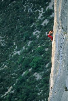 Allan Robet freesoloing--always makes me so sympathetic to see this.