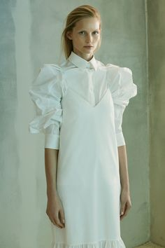 The Row Pre-Fall 2016 Fashion Show Collection: See the complete The Row Pre-Fall 2016 collection. Look 18 Fashion Details, Look Fashion, Fashion Show, Fashion News, Fall Fashion 2016, Runway Fashion, Architecture Origami, Couture 2016, Fashion Gone Rouge