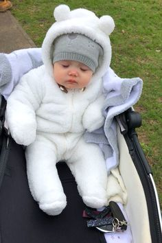 Cute Baby Videos, Cute Baby Pictures, Cute Little Baby, Cute Baby Girl, Cute Babies Photography, Foto Baby, Asian Babies, Cute Baby Clothes, Funny Babies