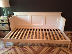 Door daybed DIY DIYI daybed twin bed guest bed old door decor door headboar Ikea Twin Bed, Twin Beds, Headboard From Old Door, Headboard Ideas, Daybed Ideas, Door Headboards, Old Door Decor, Murphy-bett Ikea, Basement Guest Rooms