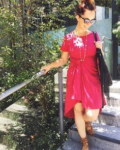 Welp, it's official. Now that I live in Laguna Beach, a Carly dress, top knot and sunnies are going to be my daily attire, no doubt about it.  #lularoe #lularoecarlydress #lularoecarly #beachattire #lagunabeach #smsaliexpress