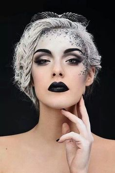 Ice queen-love the gradient white makeup and pose