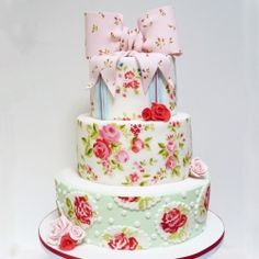 A painted wedding cake based on the fabric used by the bride for bunting and jam jar covers.