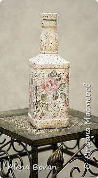 Garrafas decoradas easy diy crafts for home - Diy Crafts For Home Waste Bottle Craft, Glass Bottle Crafts, Wine Bottle Art, Painted Wine Bottles, Diy Bottle, Bottles And Jars, Glass Bottles, Decoupage Glass, Jar Art