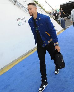 Stephen Curry Steps Out In Saint Laurent Je T'aime Teddy Jacket And Sneakers Basketball Tricks, Basketball Skills, Best Basketball Shoes, Basketball Funny, Basketball Players, Basketball Hoop, Wardell Stephen Curry, Stephen Curry Basketball, Basketball