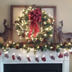 100 Best Christmas mantel decorations that glisten with an aesthetic élan – Hike n Dip - Herzlich willkommen Christmas Decor Diy Cheap, Burlap Christmas Tree, Christmas Fireplace, Christmas Mason Jars, Christmas Swags, Christmas Crafts For Gifts, Farmhouse Christmas Decor, Christmas Mantels, Vintage Christmas Ornaments
