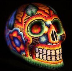 Arte Huichol símbolo de la cultura mexicana! #calaverahuichol #arte #colores #huichol #mexico #artesanos #hechoamano   Huichol Art symbol of mexican culture! #huicholskull #localart #colors #huichol #mexico #artesans #handmade