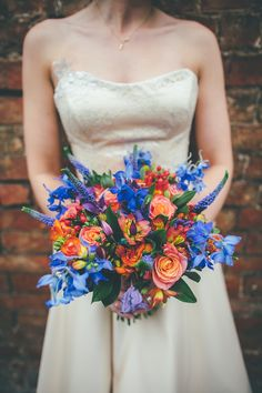 A Inspired American Glamour Wedding to Rival Vegas: Charlie & Brent. Orange Wedding Flowers, Blue Wedding, Dream Wedding, Wedding Day, Blue Orange Weddings, Mint Weddings, Wedding Stage, Wedding Photoshoot, Bouquet Bride
