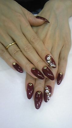 Rich colors: Burgundy Red & Gold