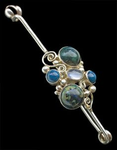 Dorrie Nossiter. Arts and Crafts kilt pin brooch. Silver, Swiss lapis lazuli, moonstone, c. 1930. H: 2.1 cm (0.83 in), W: 7.6 cm (2.99 in). Sold by Tadema Gallery.