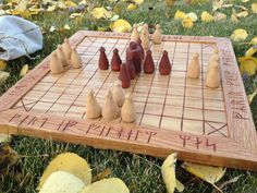 Reconstructing an early century board game (chess and hnefatafl) Diy Home Crafts, Wood Crafts, Viking Chess, Homemade Board Games, Medieval Games, Vikings Game, Backyard Plan, Wood Games, Wood Carving Patterns