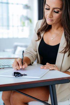 Corporate Portrait, Business Portrait, Marca Personal, Personal Branding, Real Estate Headshot, Professional Headshots Women, Professional Portrait, Headshot Poses, Headshot Ideas