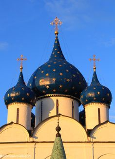The starry onion domes of the Cathedral of the Nativity in Suzdal. Click to learn more about the Golden Ring of Russia!
