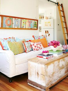 White, aqua, red, orange, pink, green and wood tones. From Better Homes & Gardens