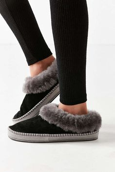 UGG Wrin Slipper   Urban Outfitters