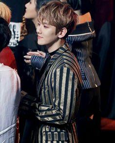 170222 -#BaekHyun@ 6th Gaon Chart Awards.