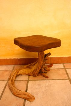 TABURETE LAGARTIJA iroko y raiz de sabina http://ibitabu.blogspot.com.es/