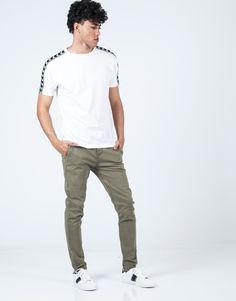 Camiseta lisa banda lateral VZ blanco. Lisa, Capri Pants, Polo, Fashion, Knight, Sash, T Shirts, Moda, Capri Trousers