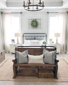 Nice 51 Rustic Farmhouse Style Master Bedroom Ideas https://besideroom.com/2017/07/13/51-rustic-farmhouse-style-master-bedroom-ideas/