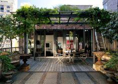 La pergola pour se protéger des rayons du soleil / Pergola, rooftop - Marie Claire Maison