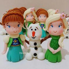 Aplique em biscuit Frozen.    Ideal para caixinhas de acrilico ou potinhos.    Fazemos os outros personagens.    Pedido mínimo: 20 unids.    Frete por conta do cliente.