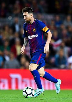 Lionel Messi Photos - Lionel Messi of FC Barcelona runs with the ball during the La Liga match between Barcelona and SD Eibar at Camp Nou on September 2017 in Barcelona, Spain. - Barcelona v Eibar - La Liga Lionel Messi Barcelona, Barcelona Football, Fc Barcelona Players, Messi Vs Ronaldo, Antonella Roccuzzo, Argentina National Team, Leonel Messi, Club World Cup, Good Soccer Players