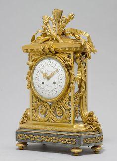 KAMINGARNITUR, Louis XVI-Stil, das Zifferblatt und Werk sign