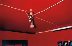 """William Eggleston Greenwood, Mississippi (Red Ceiling)(Getty Museum) Inspired by Robert Frank and """"discovered"""" by John Szarkowski (MoMA). """"Everything was equally important to him. William Eggleston, William Wegman, Martin Parr, Peggy Guggenheim, Slim Aarons, Walker Evans, Grace Jones, Color Photography, Street Photography"""