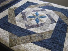 Joan at Leschenault: Labyrinth Quilt - FMQ Longarm Quilting, Machine Quilting, Quilting Projects, Quilting Designs, Quilting Ideas, Patchwork Quilting, Quilting Tutorials, Star Quilt Patterns, Star Quilts