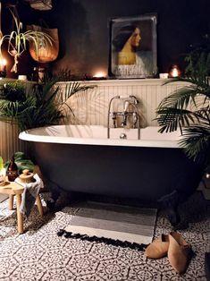 Dark Bathrooms, Beautiful Bathrooms, Bathrooms With Plants, Romantic Bathrooms, Bathroom Plants, Dream Home Design, House Design, Casa Magnolia, Cozy Bathroom