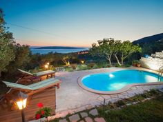 Idealista notes uptick in online searches for house with a pool – despite being on nationwide lockdown - Olive Press News Spain Spanish Holidays, New Spain, Cute House, House With Porch, Cadiz, Andalucia, Pool Houses, Property For Sale, Swimming Pools