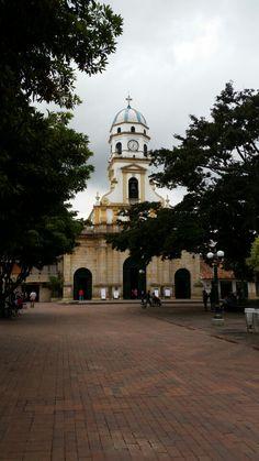 Chía en Chía, Cundinamarca Chia, Four Square, Notre Dame, Building, Board, Country Living, Colombia, Buildings, Construction