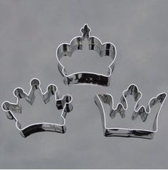 3PCS Crown Party Special Baking Cookie Cutter Set   Features: Material: Stainless steel Dimension(Approx) The left one: 6.5 x 6.3 x 2cm The right one: 7.7 x 4.3 x2cm The middle one: 6.3 x6.3 x2cm  Package Included: 1 x Crown Baking Cookie Cutter(3PCS)