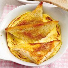 Wie vielseitig die kleinen Raclette-Pfännchen sind, zeigt dieses Omelette-Rezept mit Toast und Zwiebeln. Ein Hauch von Elsass.