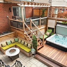 Cour pour toute la famille – Patio – Inspirations – Jardinage et extérieu… Yard for the whole family – Patio – Inspirations – Gardening and. Backyard Patio Designs, Backyard For Kids, Backyard Projects, Backyard With Hot Tub, Patio Ideas, Backyard Ideas, Sloped Backyard, Whirlpool Deck, Hot Tub Deck