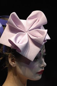 John Galliano for Christian Dior. John Galliano for Christian Dior. Origami Mode, Moda Origami, Origami Hat, Fabric Origami, Origami Fashion, Christian Dior, Sombreros Fascinator, Fascinators, Headpieces