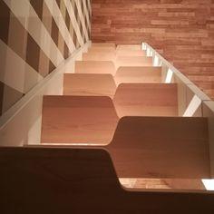 Space saver loft stairs. Schody kacze w nowoczesnym domu letniskowym. #schodykacze #schody #lofttrapp #smallstairs #hyttetrappa #modernhytte #hytte #trappor #sambatrapp #minimalistisk