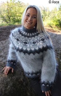 Lover of angora and mohair worn by women . Icelandic Sweaters, Wool Sweaters, White Sweaters, Sweater Fashion, Sweater Outfits, Sweater Dresses, Women's Fashion, Gros Pull Mohair, Winter Outfits For Girls